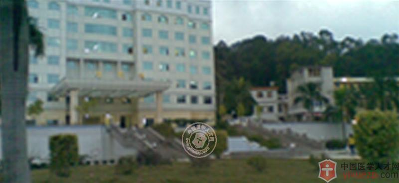 郁南县第二人民医院HTTP://WWW.YIXUEZP.COM/位于中国民间艺术之乡云浮市郁南县连滩镇西郊,是一间集医疗、预防、保健、康复为一体的综合性**的县级医院。院占地面积3万多平方米,业务用房1万9千多平方米。现有干部职工230多人,其中卫技人员200多人,中高级职称以上25人。 二、科室设置 住院部设内一区、内二区(ICU)、外科、妇科、产科病区,床位150张。有四个门诊部,设有:急诊科、内科、儿科、骨科、外科、妇科、五官科、口腔科、皮肤科、中医科、针灸理疗科、妇幼保健科、公共卫生管理科等。医